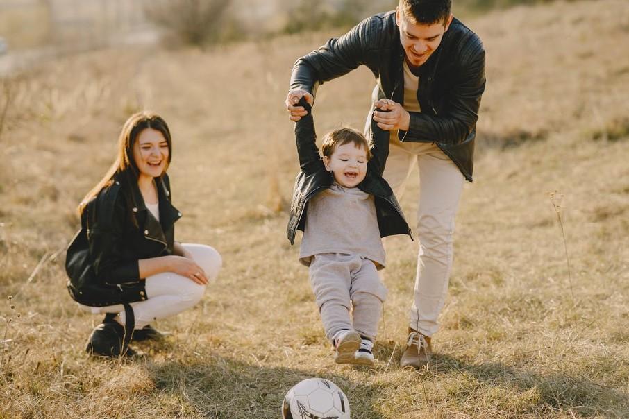 Szęśliwi rodzicie. Jak być dobrym rodzicem