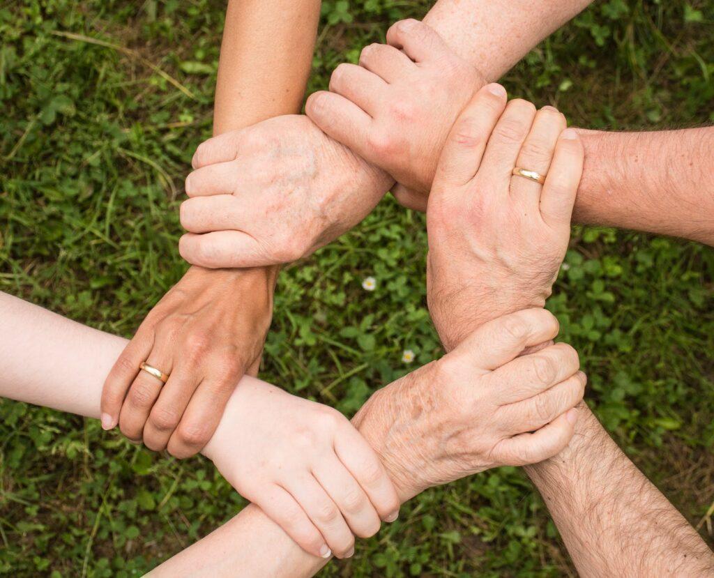 Terapia systemowa wzmacnia ludzkie kontakty.